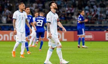 ميسي ينقذ الأرجنتين من مهزلة جديدة ويبقي على أمل التأهل
