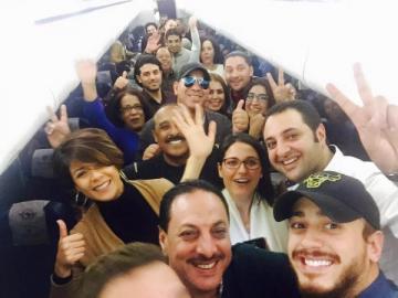 تطبيق جديد يُتيح التواصل مع المشاهير المغاربة بمقابل مادي كبير يثير جدلًا على المواقع الاجتماعية