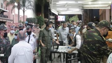 الزيار بدا: السلطات تشن حملات على المقاهي والمحلات التجارية وتقوم بزجر مخالفي الاجراءات الاحترازية