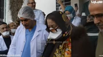 أول متعافية من فيروس كورونا تغادر مستشفى تطوان تحت التصفيقات