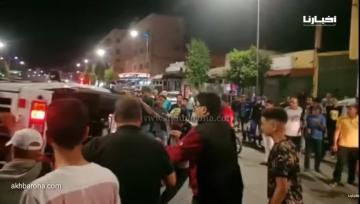 شاهد كيف تعامل مواطنون بسطات مع انقلاب شاحنة محملة بالديك الرومي