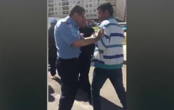 موظف سجن يضرب مواطنا في وسط الشارع بطنجة