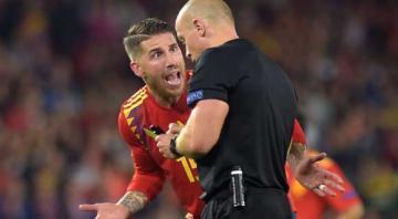 راموس يدافع عن نفسه أمام الجماهير الإنجليزية بعد حركته مع ستيرلينغ