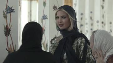 إيفانكا ترامب ترتدي الحجاب في زيارة لمسجد الشيخ زايد