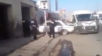 سائق سيارة يحاول الفرارمن قبضة الشرطة بطريقة مثيرة