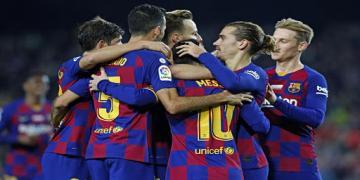 """كارثة جديدة تحل ب""""برشلونة"""" ونجومه يرفضون تخفيض الرواتب"""