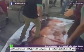 متظاهرون يسقطون صورة الرئيس السيسي بمدينة المنصورة