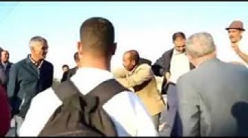 """مواطن يحرج رئيس جماعة بميدلت.. """"كنشوفو غير الظلمة فهاد لبلاد"""""""