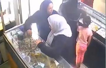 نسوة يسرقن محلا للمجوهرات بإنزكان بطريقة ماكرة