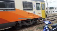 """بالصور:تفاصيل حادثة اصطدام غريبة بين قطار و""""تريبورتور"""""""