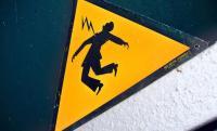 صعقة كهربائية تودي بحياة رجل وسط صدمة أسرته وجيرانه