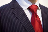 ربطة العنق .. رمز أناقة الرجل لكنها لا تخلو من آثار سلبية على صحته
