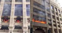 بالفيديو: حريق ضخم في أحد الفنادق الفخمة بمكة المكرمة