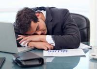 تجنب هذه الأشياء لحماية ظهرك من الألم في حالة العمل من المنزل