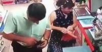 شفار  يخدع بائعا ويسرقه بطريقة ماكرة (فيديو)
