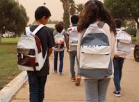 بنك مغربي يُحول ملصقاته الإشهارية إلى محفظات مدرسية