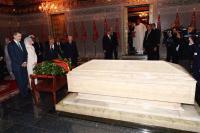 بالصور: الملك فيليبي السادس والملكة ليتيثيا يزوران ضريح محمد الخامس