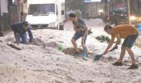 الفيضانات تسبب أضرارا كبيرة في الممتلكات بالعاصمة الإسبانية
