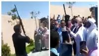 رئيس جماعة يقوم بعمل ممنوع قانونا مباشرة بعد انتخابه (فيديو)