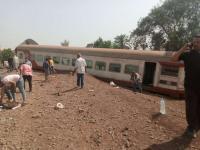 مرة أخرى ..قتلى وجرحى بعد انقلاب قطار بإحدى محافظات مصر (صور)