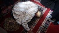 حسن الخاتمة..وفاة أحد المصلين وهو ساجد داخل مسجد بآسفي ومواطنون يقبلون رأسه تبركا به (صور وفيديو)