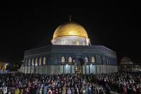 في مشهد مهيب...أزيد من 90 ألف فلسطيني يتحدون القوات الإسرائيلية ويحيون ليلة القدر بالمسجد الأقصى